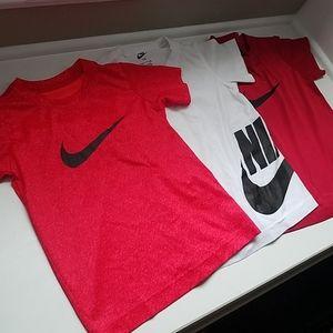 Bundle of Boys Nike T-Shirts-Size 5/Small